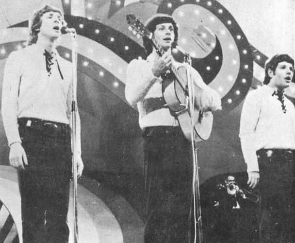 """שלישיית """"לא אכפת להם"""" בשיר """"יש לי ציפורים בראש"""", פסטיבל הזמר והפזמון 1971"""